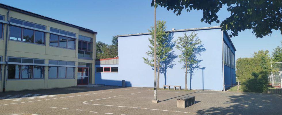 Schulhof Und Nebeneingang