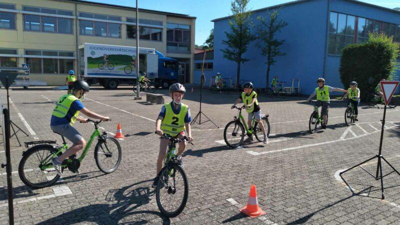 Schüler Der Drei-Franken-Schule Geiselwind Lernen Die Verkehrsregeln